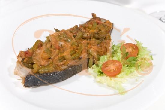 Atún en piperada verde con arroz