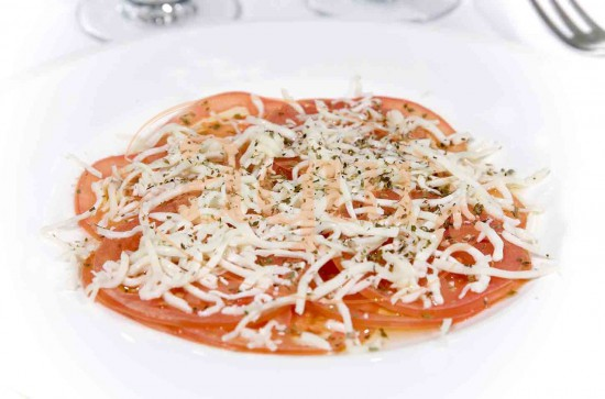 Carpaccio de tomate y mozzarella