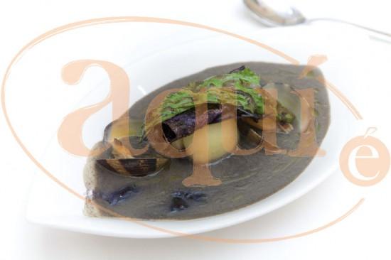 Crema fría de algas con almejas