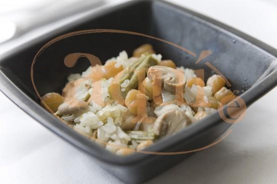 Ensalada de garbanzos y arroz con espárragos trigueros