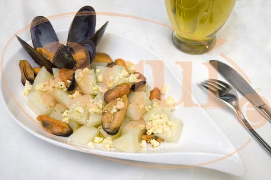 Ensalada de patatas y mejillones