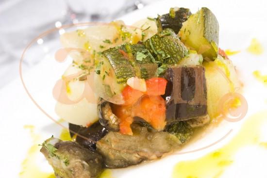 Ensalada templada de verduras asadas y patata