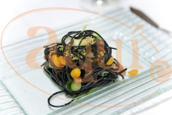 Ensalada tibia de pasta fresca con caviar vegetal