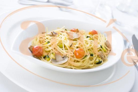 Espaguettis con tomatitos