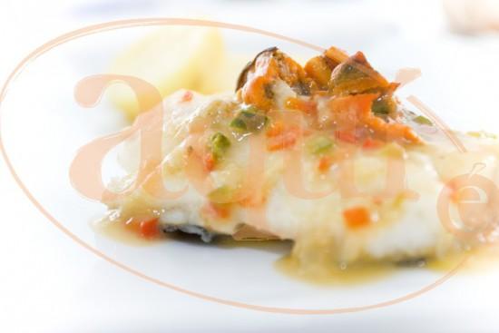 Filetes de merluza en salsa de mejillones