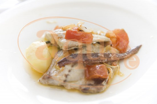 Jurel al horno con anchoas