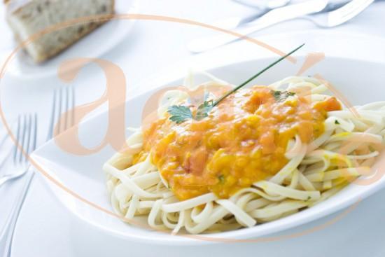 Tallarines con salsa marinera